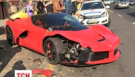 У Будапешті власник новенького Ferrari розбив авто на виїзді з автосалону