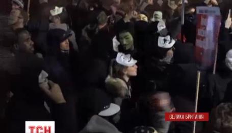 «Марш мільйонів масок» у Лондоні завершився бійкою з поліцейськими та масовими безладами