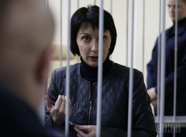 """""""Заґратована"""" Лукаш та її """"група підтримки"""". Суд над екс-соратницею Януковича"""