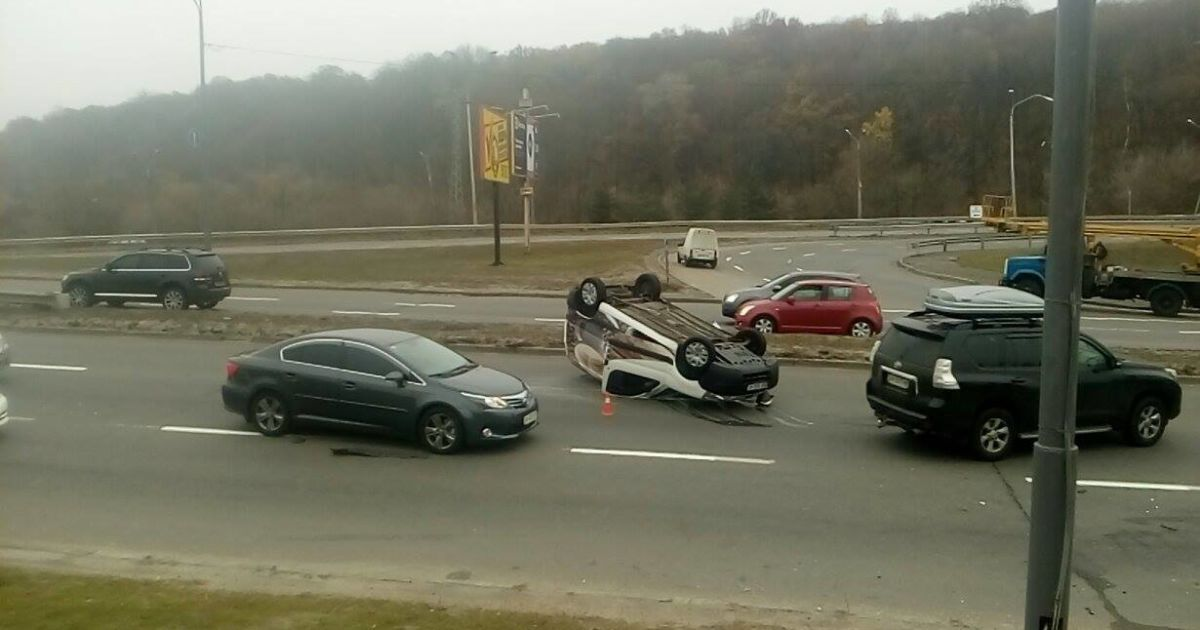 На одной из киевских улиц произошло второе жуткое ДТП за неделю @ Facebook/Киев автомобильный