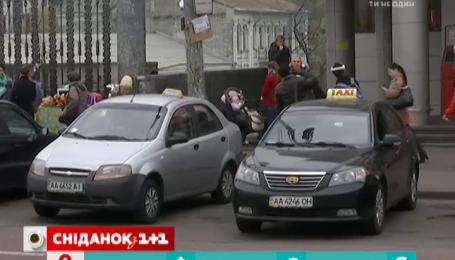 Украинцы жалуются на вымогательство таксистов