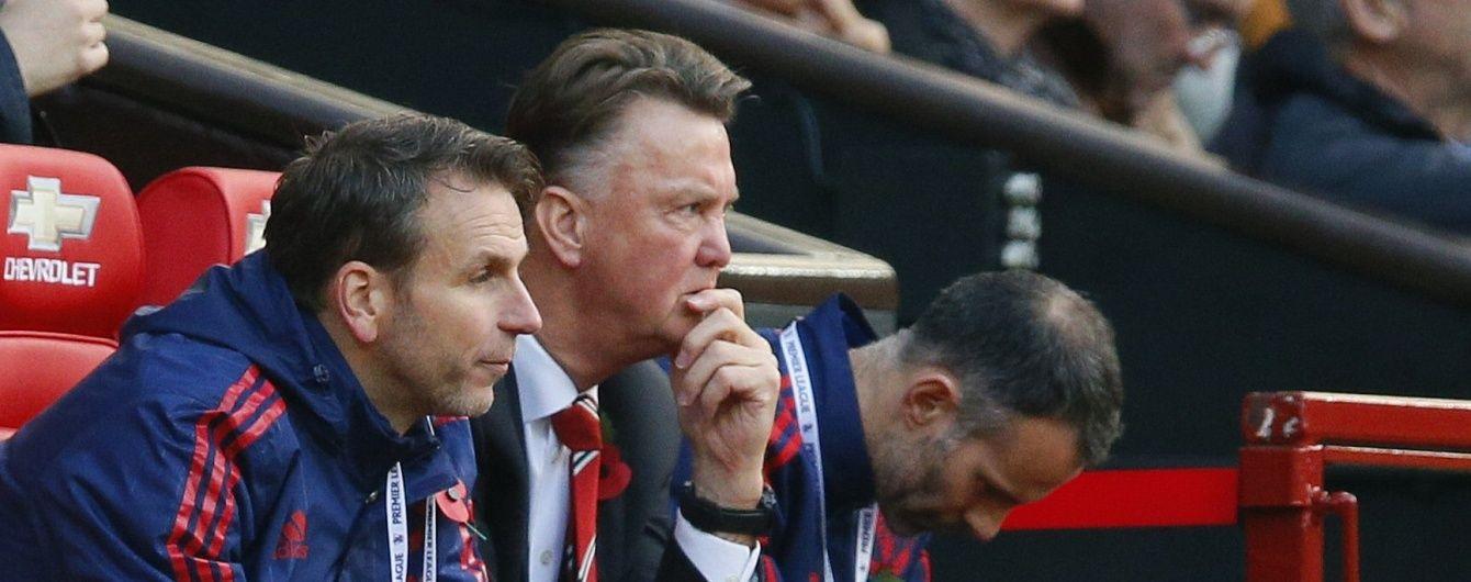 """Вболівальники закликали керівництво """"Манчестер Юнайтед"""" замінити Ван Гала на Моурінью"""