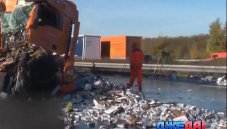 Международный обзор аварий. В Германии 5 тысяч банок пива заблокировали движение на трассе