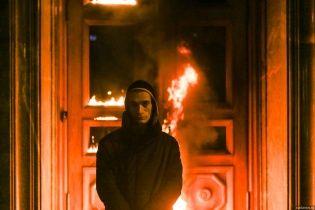 Арестованного за поджег здания ФСБ художника Павленского кинули в карцер из-за лампочки