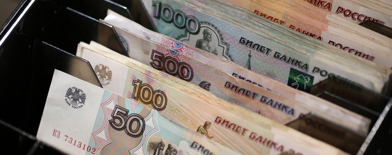 Жодного дня без падіння. Російський рубль знову активно падає