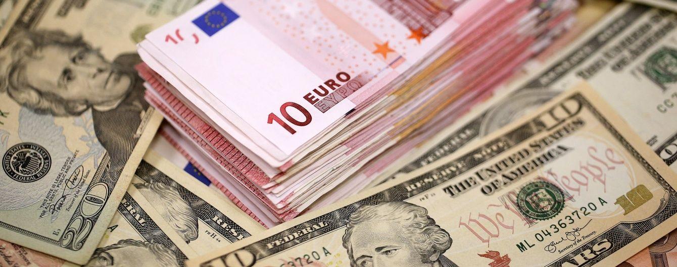 Доллар и евро подешевели в курсах Нацбанка на 1 августа. Инфографика