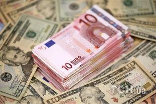В Украине дешевеют доллары и евро. Средние курсы 15 июня