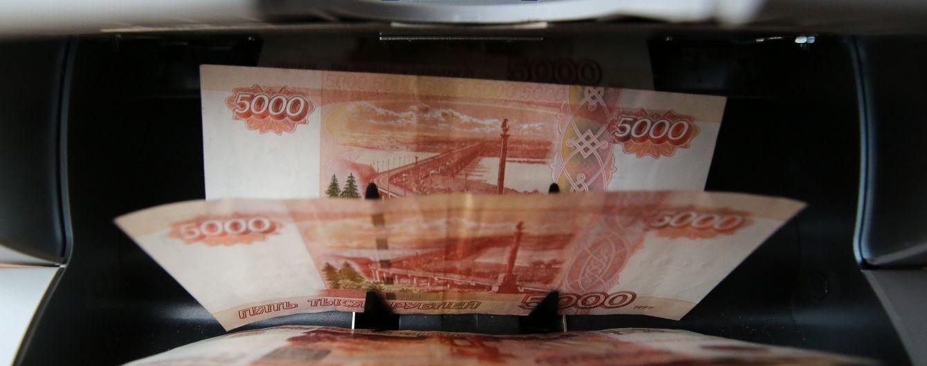 Рубль стрімко наближається до нових антирекордів