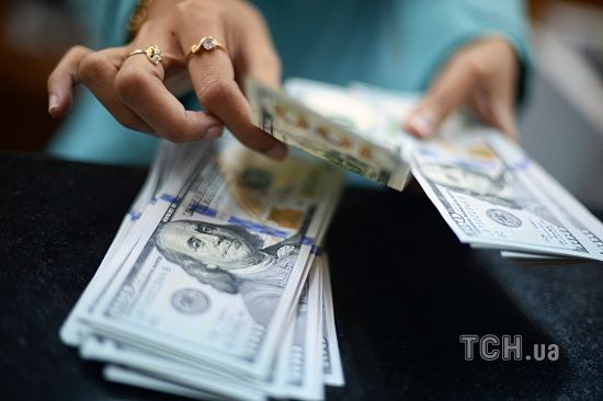 Долар і євро дорожчають: курси Нацбанку та в обмінниках 24 та 25 червня