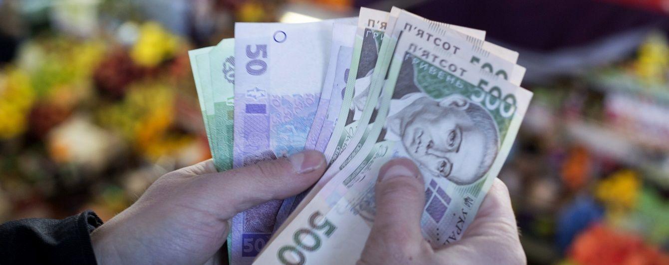 Кредит МВФ рятує гривню на валютному ринку, а врожай овочів половинить ціни