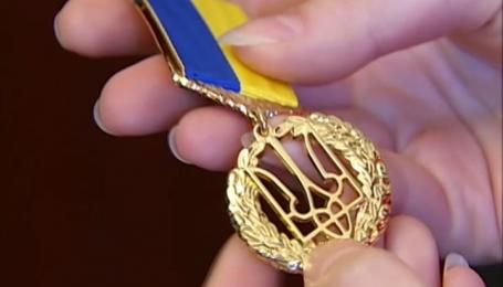 Чому прихильники сепаратистів та окупантів досі ходять в званнях Героїв України