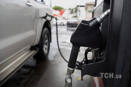 Скільки коштує заправити авто на АЗС уранці 26 жовтня
