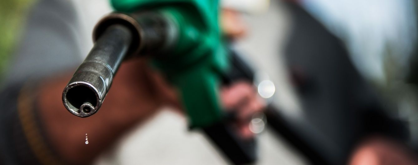 Скільки коштує заправити авто на АЗС. Середні ціни на 1 серпня