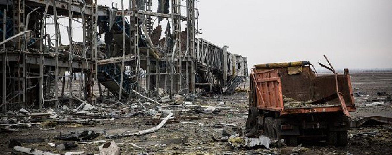 """Рік тому впали стіни Донецького аеропорту, який 242 дні героїчно захищали """"кіборги"""""""