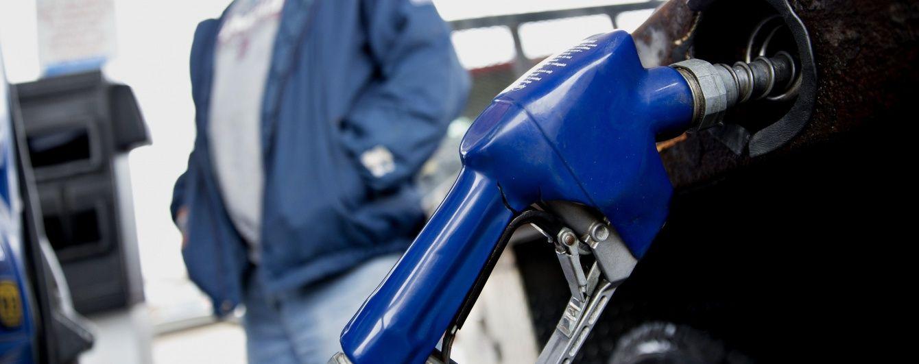 На АЗС трохи впали ціни на газ для автомобілів. Середня вартість пального 16 лютого