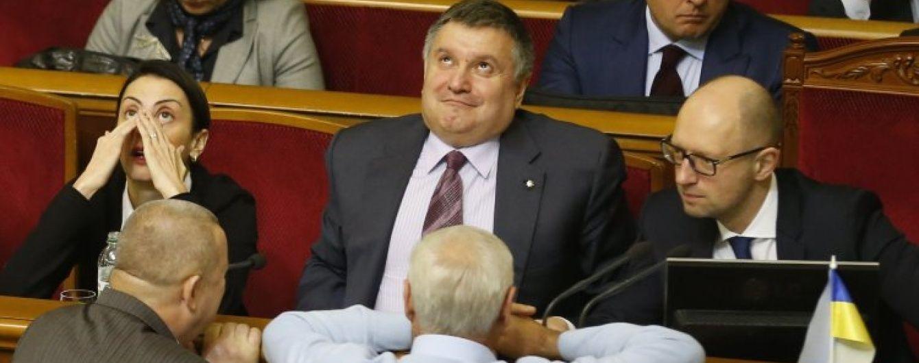 """Хронологія взаємних звинувачень: як Аваков і Саакашвілі """"били"""" один одного у """"війні компроматів"""""""