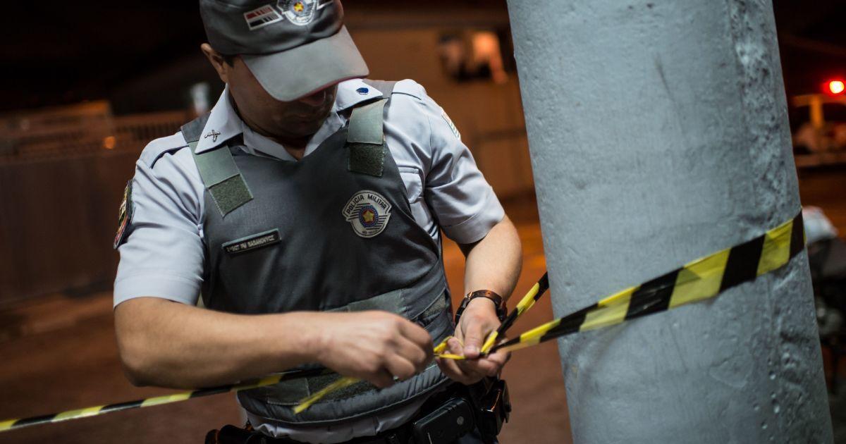 У Ріо-де-Жанейро озброєний чоловік захопив бар, а відвідувачів узяв у заручники
