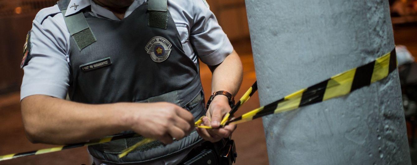 В Рио-де-Жанейро вооруженный мужчина захватил бар, а посетителей взял в заложники