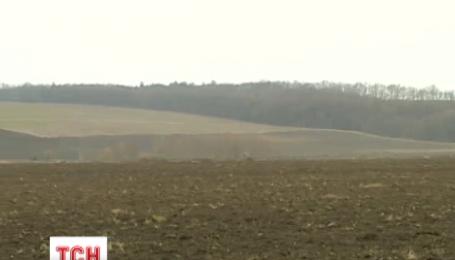 Мораторий на продажу земли сельскохозяйственного назначения в Украине продлен еще на год