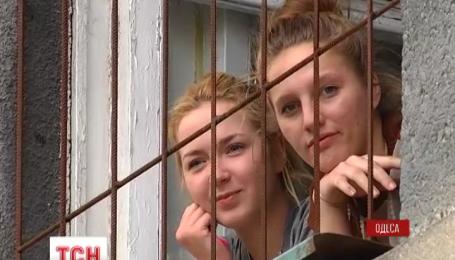 Мешканці гуртожитку одеського Коледжу транспортних технологій оговтуються після пожежі