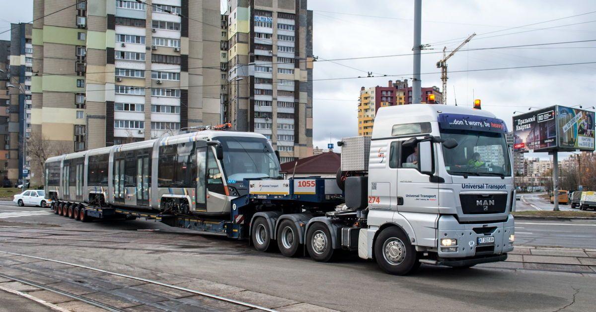 Сучасний львівський трамвай вперше проїхався Києвом @ AllTransUA.com