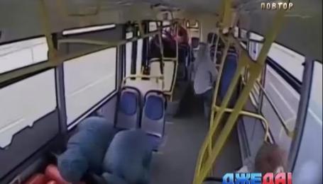 В Москве водитель автобуса потерял сознание за рулем и едва не загнал на тот свет пассажиров