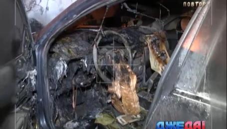В столице полностью выгорела Mazda