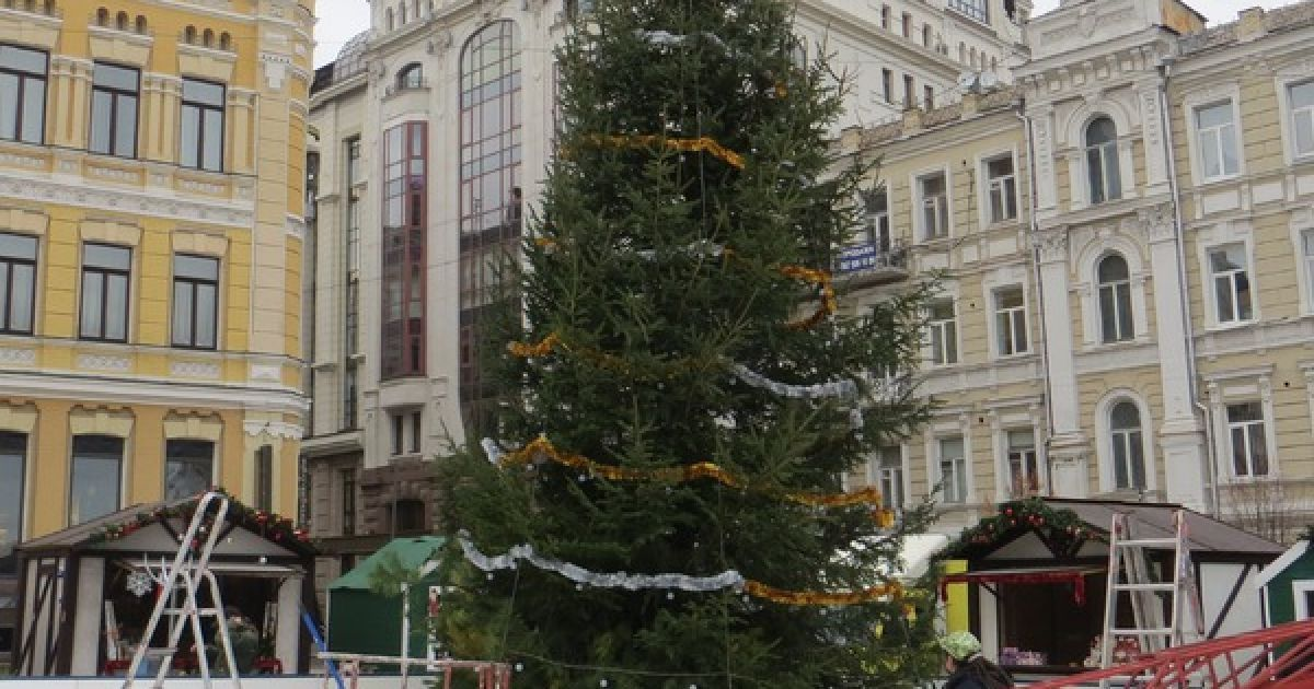 На Софийской площади в Киеве готовятся к новогодне-рождественским праздникам @ Вечерний Киев