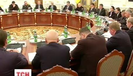 Стріляти на ураження в разі нападу військовослужбовцям на Сході вже наказав Петро Порошенко