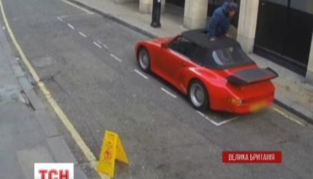 В Лондоне камеры уличного наблюдения зафиксировали неудачную попытку ограбления