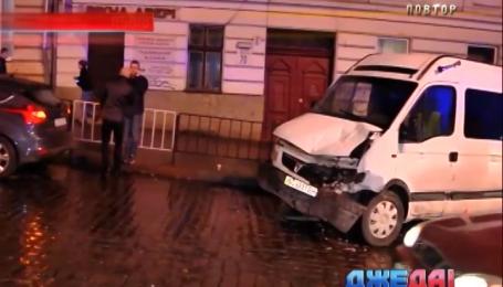 Микроавтобус снес маршрутку во Львове