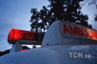 На Прикарпатье автомобиль влетел в реку: есть пострадавшие и погибший