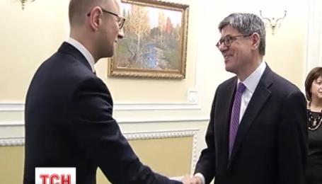 Арсеній Яценюк та міністр фінансів США обговорили черговий транш кредиту
