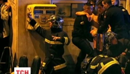 Больше чем 150 человек ночью убиты в Париже