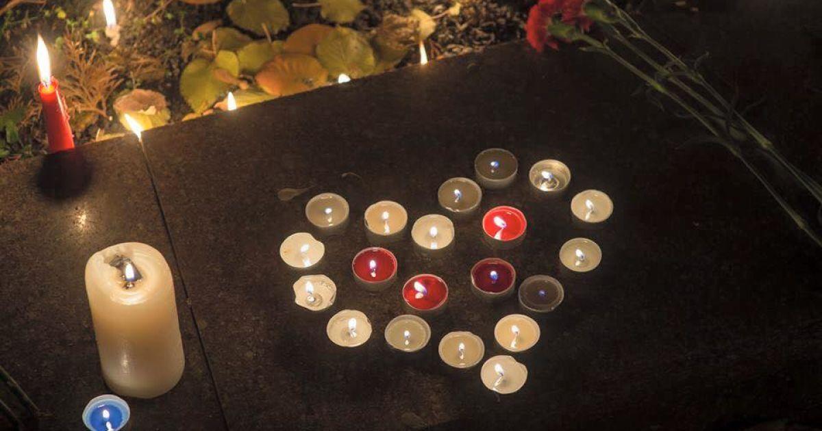 Порошенко приедет к посольству Франции в Киеве почтить память жертв кровавых терактов в Париже