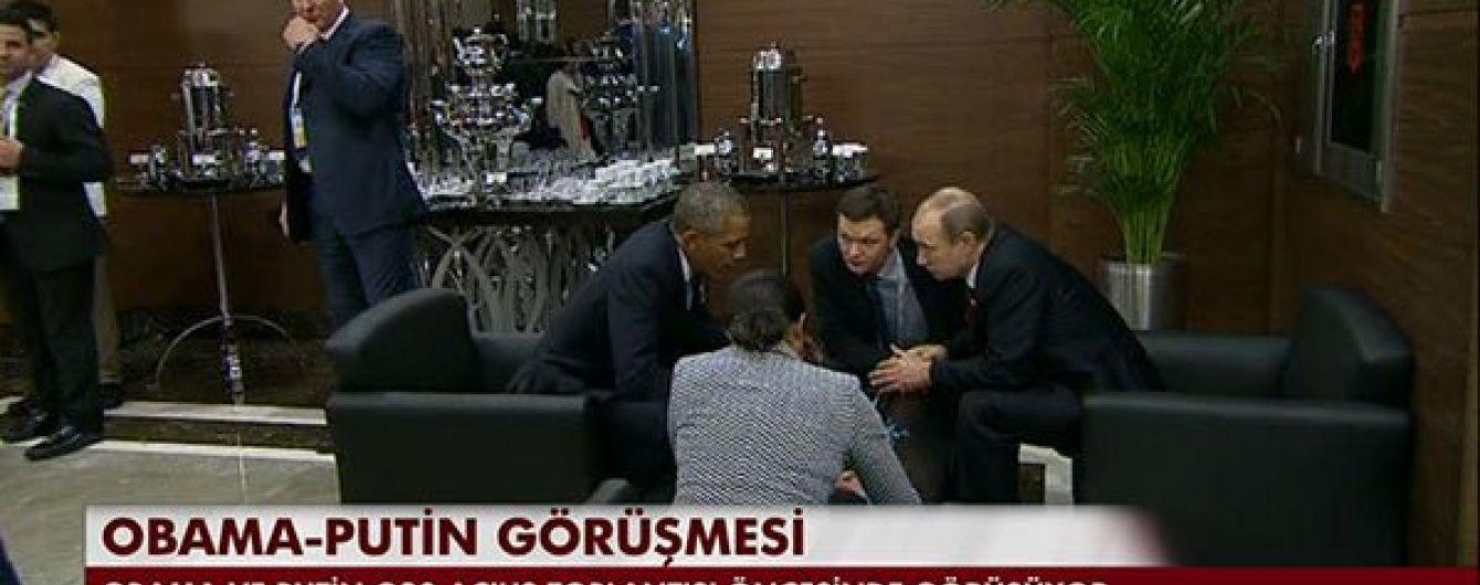 Обама і Путін вирішили провести переговори одразу біля столика із кавою