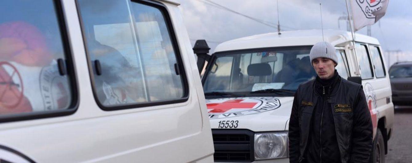Бойовики пообіцяли допустити співробітників Червоного Хреста до полонених