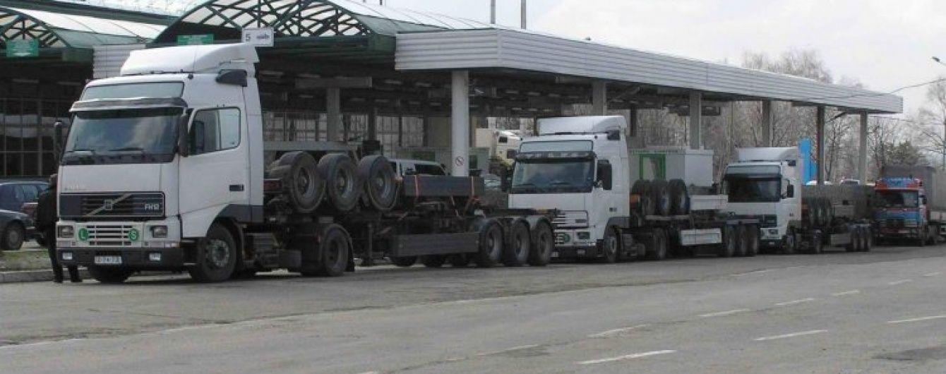 На українсько-польському кордоні утворилися величезні автомобільні черги