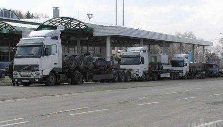 7-10 годин очікування: на українсько-польському кордоні утворились черги