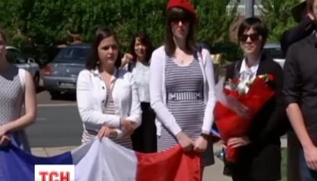 Пам'ять жертв терактів у Франції вже вшанували хвилиною мовчання у кількох країнах світу