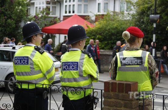 Напад із мечем: у Великій Британії звільнили підозрюваного в атаці на поліцейських