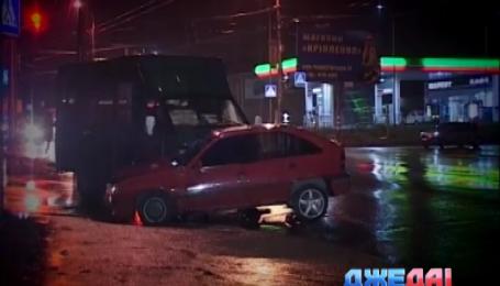 Из-за дождя в Сумах столкнулись легковушка и маршрутка