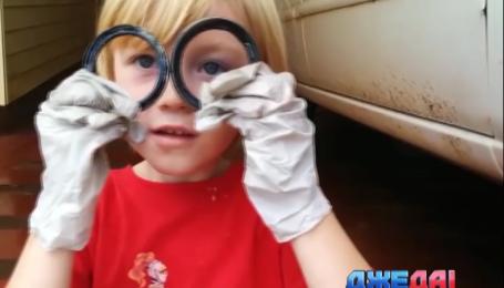 Пятилетний мальчик умело может заменить подшипник