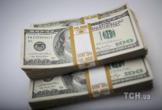 У курсах Нацбанку долар і євро здорожчають до суттєвих показників. Інфографіка