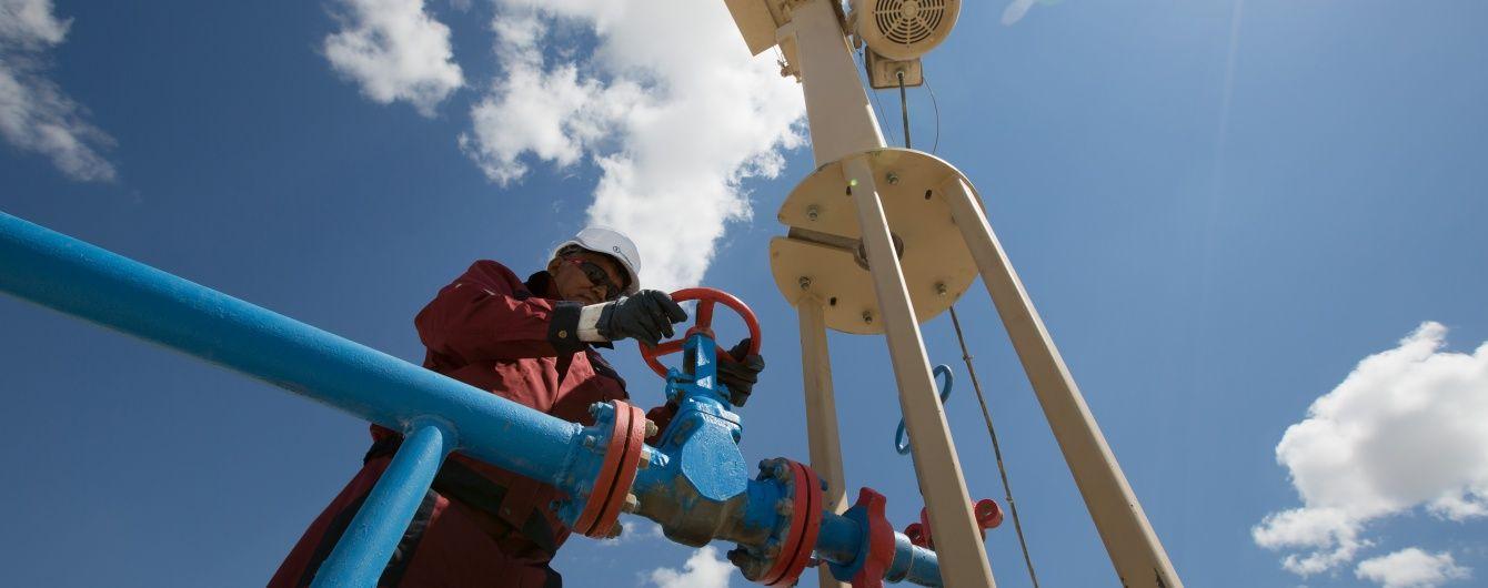 Цена на нефть упала ниже 37 долларов и потянула за собой рубль