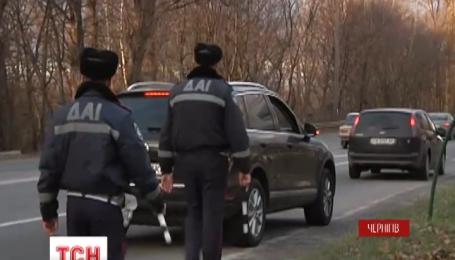 На трасі Чернігів-Київ затримали автомобіль аферистів