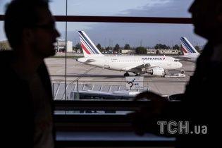 Пассажиры рейса Air France стали заложниками обычной мыши
