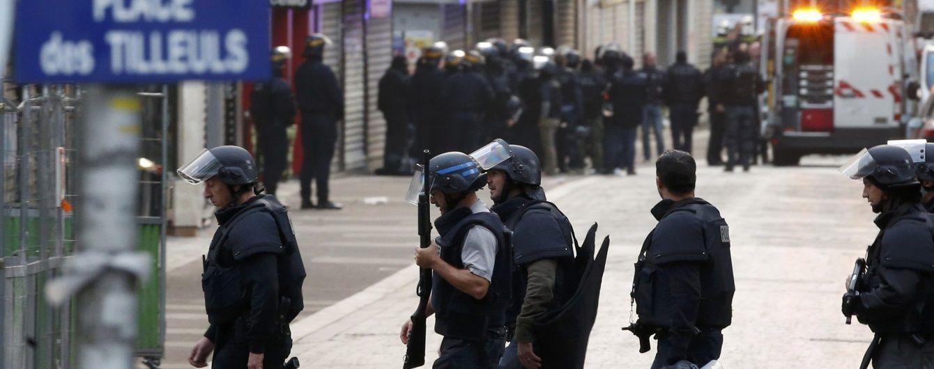 У Франції подовжили надзвичайний стан ще на три місяці