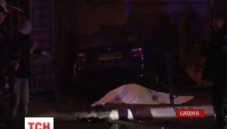 На Буковині водій BMW збив молоду дівчину