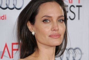 Сплетня дня: Анджелина Джоли хочет избавиться от силиконовой груди